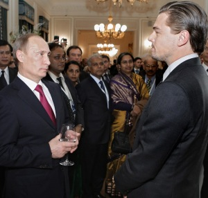 Vlagyimir Putyin orosz miniszterelnök és Leonardo DiCaprio amerikai színész Szentpétervárott 2010. november 23-án