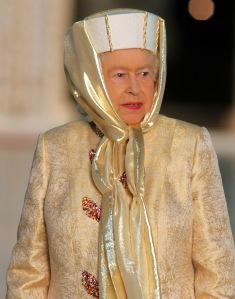 II. Erzsébet brit királynő az Egyesült Arab Emírségek fővárosában, Abu Dhabiban 2010. november 24-én