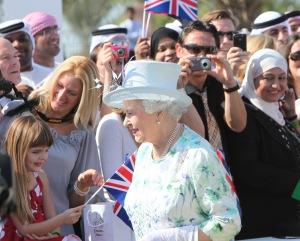 II. Erzsébet brit királynő az Egyesült Arab Emírségek fővárosában, Abu Dhabiban 2010. november 25-én