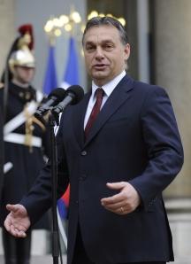 Orbán Viktor magyar miniszterelnök sajtótájékoztatót tart Párizsban 2010. november 19-én