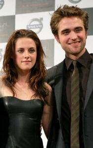 Robert Pattinson brit színész és Kristen Stewart amerikai színésznő, az Alkonyat-filmek (Twilight) főszereplői is Arany Málna-jelöltek 2011-ben