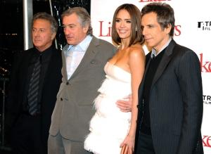 Dustin Hoffman, Robert DeNiro, Jessica Alba és Ben Stiller amerikai színészek az Utódomra ütök (Little Fockers) című filmjük bemutatóján New Yorkban 2010. december 15-én