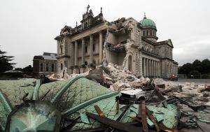Az új-zélandi Christchurch város egyik épülete a 6,3-as földrengés után 2011. február 24-én