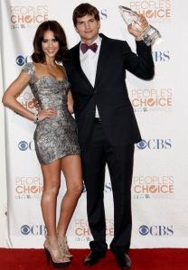 Jessica Alba és Ashton Kutcher amerikai színészek a People's Choice-díjak átadási ünnepségén 2010-ben
