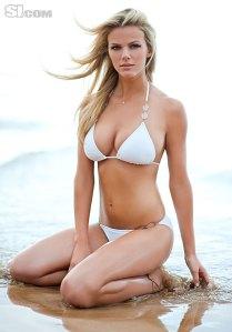 Brooklyn Decker amerikai manöken a Sport Illustrated című amerikai képes sportmagazin fürdőruhákat bemutató 2011-es számában