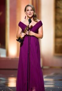 Natalie Portman amerikai színésznő átveszi az Oscar-díját a 83. Oscar-díjkiosztón Los Angelesben 2011. február 27-én