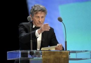 Roman Polanski francia-lengyel filmrendező átveszi a César-díját Párizsban 2011. február 25-én