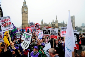 250 ezer embet tüntet a megszorítások ellen Londonban 2011. március 26-án