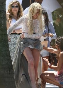 Lindsay Lohan amerikai színésznő átlátszó ruhában mutatja meg bugyiját Floridában 2011. május 23-án