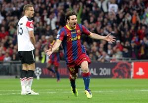 Lionel Messi argentin labdarúgó, a spanyol FC Barcelona csatára ünnepel, miután belőtte csapata  gólját a labdarúgó Bajnokok Ligája Barcelona-Manchester United döntőjében Londonban 2011. május 29-én