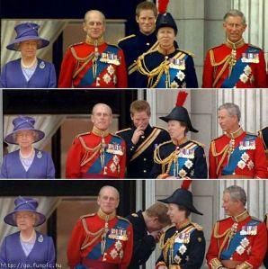II. Erzsébet brit királynő, Fülöp edinburghi herceg, Anna hercegnő, Harry herceg és Károly herceg az uralkodó hivatalos születésnapja alkalmából rendezett hagyományos zászlós díszszemlén (trooping the colour) a londoni Buckigham-palotában 1999-ben