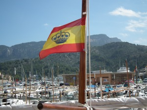 Spanyol zászló leng Soller város kikötőjében, Mallorca, 2011 - Mészáros Márton felvétele -