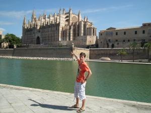 Én a katedrális épülete előtt Palma de Mallorcán, Mallorca 2011 - Mészáros Márton felvétele -