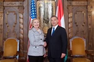 Orbán Viktor miniszterelnök fogadja Hillary Clintont, az Egyesült Államok külügyminiszterét a Parlament épületében Budapesten 2011. június 30-án