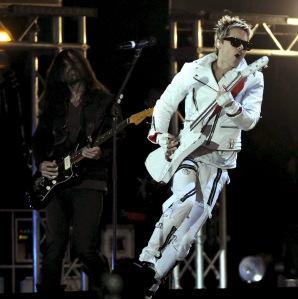 Jared Leto amerikai énekes-színész fellép együtesével, a 30 Seconds To Marssal