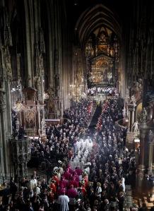 Habsburg Ottó főhercegnek, az utolsó osztrák-magyar trónörökösnek a temetése a Szent István-székesegyházban Bécsben 2011. július 16-án