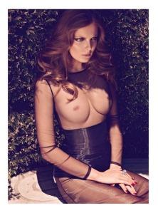 Mihalik Enikő magyar topmodell a Harper's Bazaar amerikai divatmagazin török kiadásának 2011 augusztusi számában
