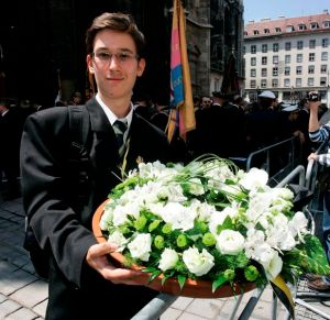 Mészáros Márton, a Periodika magazin és a Mészáros Márton blogja főszerkesztője Habsburg Ottó főherceg, az utolsó osztrák-magyar trónörökös temetésén Bécsben 2011. július 16-án