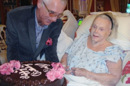 Frederic von Anhalt herceg és neje, Gábor Zsazsa magyar származású hollywoodi színésznő 94. születésnapján Bel Air-i otthonukban 2011. február 6-án