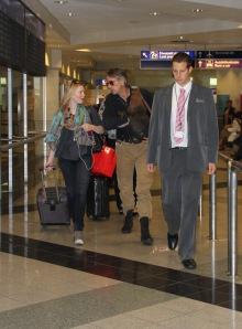 Jeremy Irons Oscar-díjas brit színész és Holliday Grainger brit színésznő a Budapesti Liszt Ferenc Nemzetközi Repülőtéren 2011. szeptember 20-án