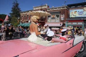 Marilyn Monroe távozóban az Universal Filmstudióban Los Angelesben (Mészáros Márton felvétele)
