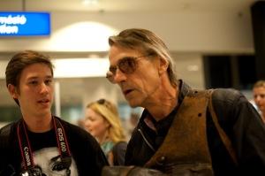 Jeremy Irons Oscar-díjas brit színésszel beszélgetek a Budapest Liszt Ferenc Nemzetközi Repülőtéren 2011. szeptember 19-én