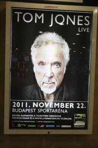 Tom Jones walesi énekes 2011. november 22-én ad újra koncertet Budapesten. Plakát a Batthyány téren. (Fotó: Mészáros Márton)