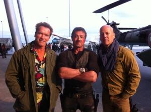 Arnold Schwarzenegger Sylvester Stallone és Bruce Willis amerikai színészek a The Expendables 2 című filmjük forgatásán Szófiában 2011. október 11-én