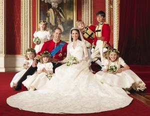 II. Erzsébet brit királynő unokájának Vilmos hercegnek és választottjának, Katalin hercegnőnek (er: Kate Middleton) az eksüvője után 2011. április 30-án a Clarence House-ban készített felvétel