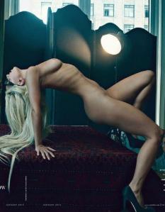 Lady Gaga amerikai énekesnő a Vanity Fair magazin 2011 decemberi számában