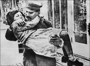Joszif Visszarionovics Sztálin (1878-1953) szovjet diktátor és lánya, Szvetlana Allijujeva (1926-2011)