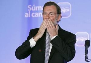 Mariano Rajoy, a spanyol Néppárt (PP) vezetője örül, miután megnyerte a választásokat Madridban 2011. november 20-án