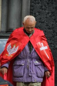 Öregúr hagyja el a Waweli székesegyházat Krakkóban (Fotó: Mészáros Márton)