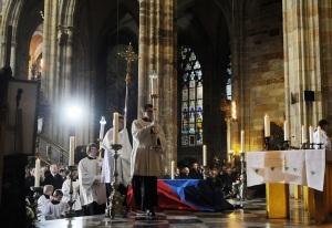 Václav Havel (1936-2011), csehszlovák, későbbi cseh köztársasági gyászszertartásán a prágai Szent Vitus-székesegyházban 2011. december 23-án