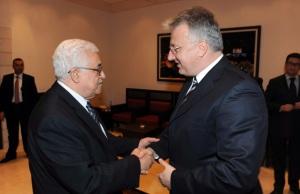 Mahmúd Abbász palesztin elnök és Semjén Zsolt nemzetpolitikáért felelős miniszterelnök-helyettes találkozója Betlehemben 2011. december 25-én