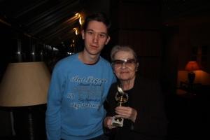 Törőcsik Mari Kossuth-díjas színművésznővel a Nemzeti Színház színészbüféjében, miután átadtam neki az Arany Medál-díjat 2011. december 20-án