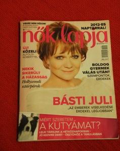 Básti Juli Kossuth-díjas színésznő aNők Lapja 2012. január 18-i számának címlapján