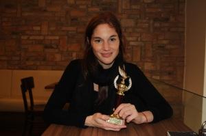 Martinovics Dorina magyar színésznő kezében az Arany Medál-díjjal Budapesten 2012. január 23-án (Fotó: Mészáros Márton)
