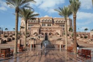 Az Emirátusi Palota (Emirates Palace) Abu-Dzsabiban, 2011 december (Fotó: Mészáros Márton)