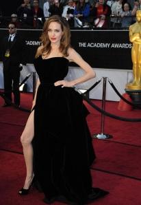 Angelina Jolie Oscar-díjas amerikai színésznő az Oscar-díjak 84. átadási ünnepségén Hollywoodban 2012. február 26-án