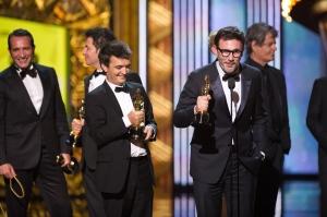 Michael Hazanavicius francia rendező és A némafilmes (The Artist) című film stábja megköszöni a legjobb filmnek járó Oscar-díjat a 84. alkalommal odaítélt Oscar-díjak kiosztóján Hollywoodban 2012. február 26-án