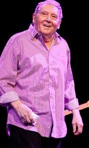 Jerry Lee Lewis amerikai énekes, dalszövegíró, zongorista
