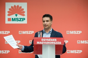 Mesterházy Attila, az MSZP újabb két évre megválasztott elnöke