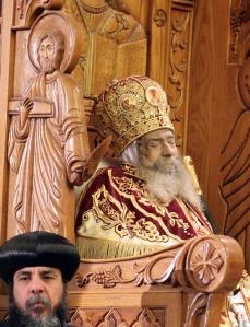 III. Senuda alexandriai pápának, az egyiptomi kopt ortodox egyház fejének holtteste a kairói Szent Márk-székesegyházban 2012. március 19-én