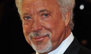 Sir Tom Jones Grammy-díjas walesi énekes a BAFTA-díjak kiosztóján Londonban 2012. február 12-én