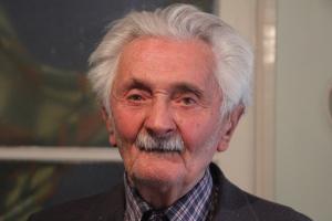 Daka József egri trónkövetelő, aki magát az utolsó élő Árpád-házi leszármazottnak vallja egri otthonában 2012. április 7-én (Fotó: Mészáros Márton)
