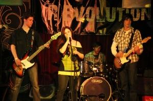 A B.A.D. együttes ad koncertet a Menta Teraszon 2012. április 20-án (Fotó: Mészáros Márton)