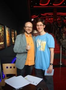 Santiago Segura spanyol színész-rendező-forgatókönyvíróval, Torrente kitalálójával és megformálójával az Aréna Plázában tartott közönségtalálkozón 2012. április 29-én