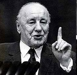 Kádár János, különböző politikai címeken Magyarország vezetője 1956 és 1988 között