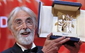 Michael Haneke osztrák filmrendező az Arany Pálmát fogja a 65. Cannes-i Nemzetközi Filmfesztiválon 2012. május 27-én